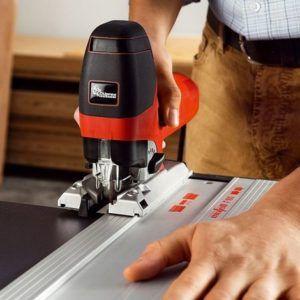 cortando aluminio con sierra de calar